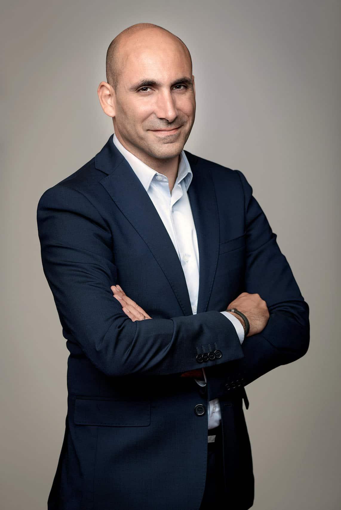 trombinoscope pour Société Générale private Banking. portait de BENSIMHON Wilfried par le Photographe corporate à Paris Patrick Sordoillet